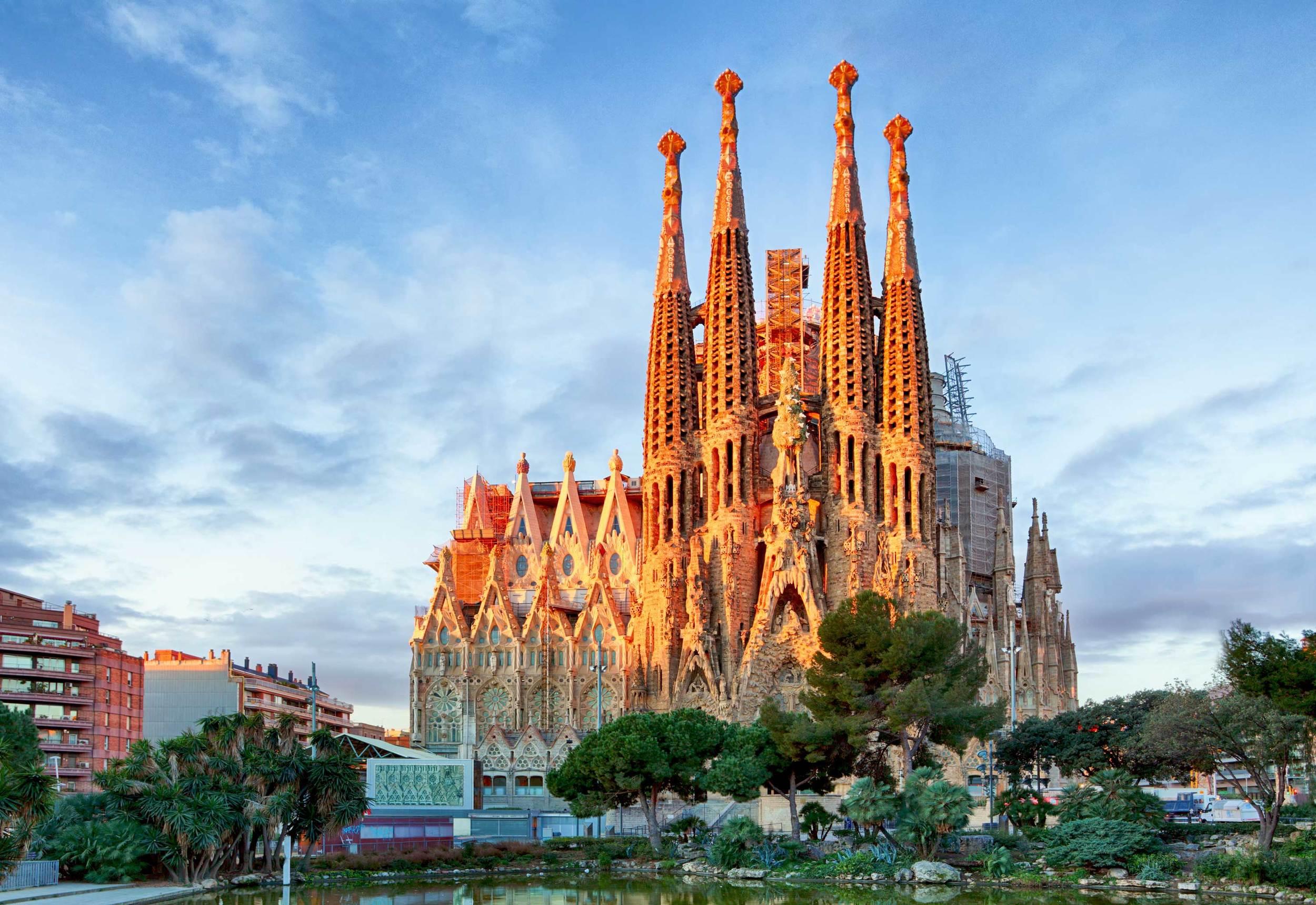 spanish studies abroad barcelona sagrada familia