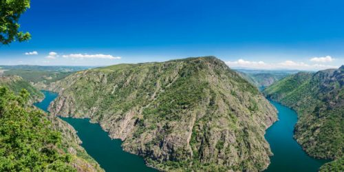 view of the impressive meander of the Sil canyon in the Ribeira Sacra